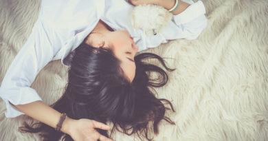 Позы для фотосессий девушек: 20 примеров