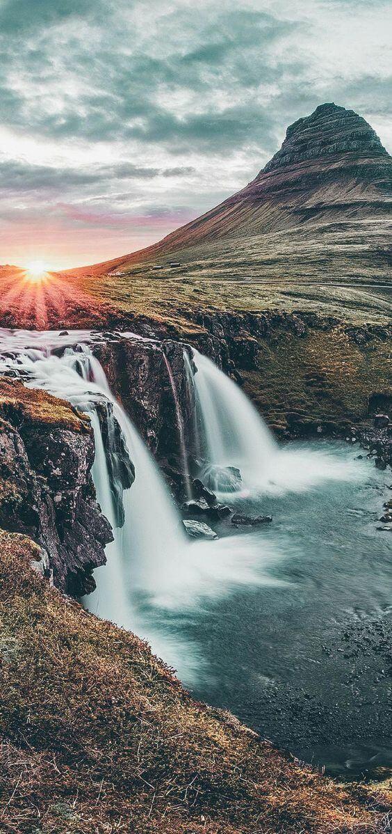 Водопад и гора