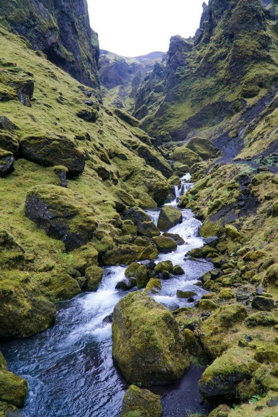 Ручей и горы