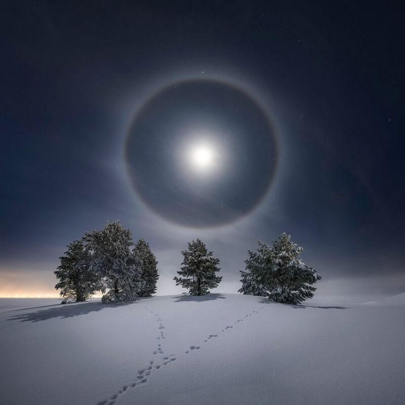 Лунное гало, снятое на фотокамеру Nikon Z6 II. Автор фото Горан Странд